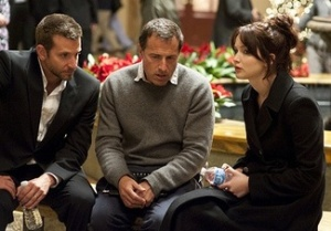 SILVER-LININGS-PLAYBOOK-DIR-David-O-Russell-with-Bradley-Cooper-and-Jennifer-Lawrence
